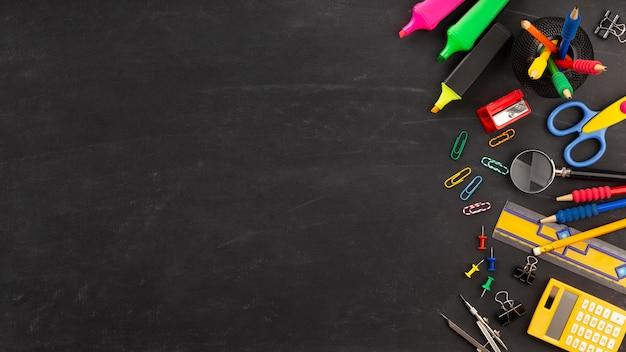 Elementos do dia da educação com espaço de cópia