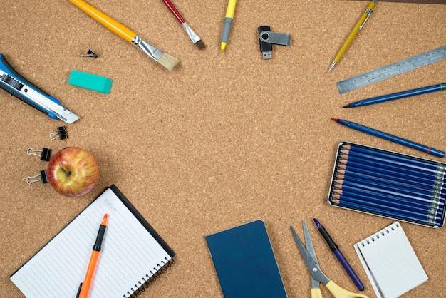 Elementos escolares em cortiça