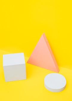 Elementos geomtricos na mesa