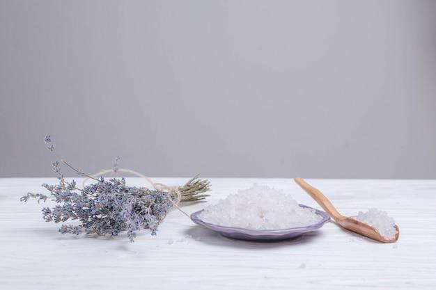 Elementos naturais para spa com sais de banho