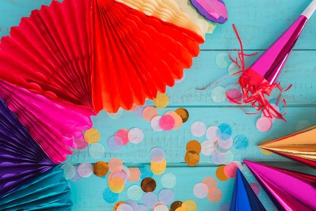 Elemets de aniversário com confete