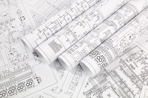 Eletrônica e engenharia. desenhos impressos de circuitos elétricos