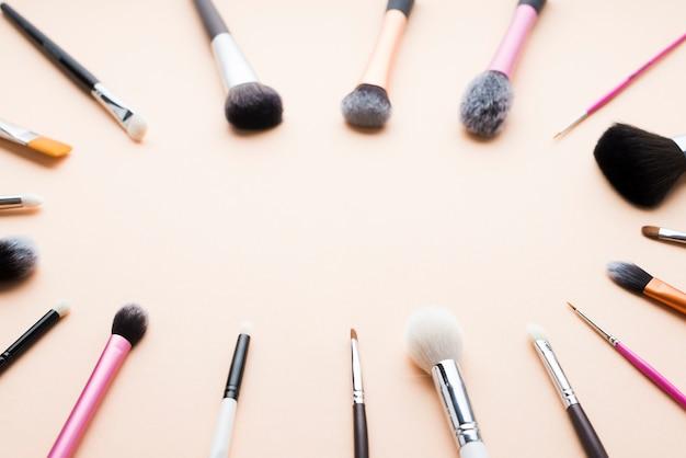 Elipse de pincéis de maquiagem