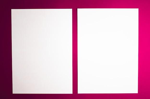 Em branco um papel branco sobre fundo rosa como escritório papelaria flatlay luxo branding flat lay e sutiã ...