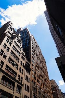 Em frente, ascensão elevada, edifícios, cima, vista, em, perspectiva