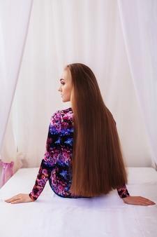 Em linha reta é muito longo cabelo.