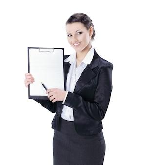 Em pleno crescimento. mulher de negócios executiva com documentos