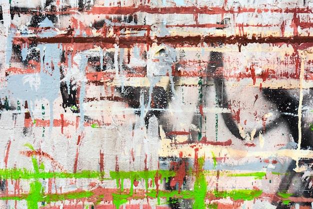 Emaranhado de tinta acrílica cor na parede de cimento
