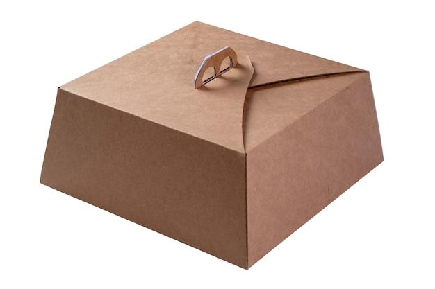 Embalagem de papelão usada para transportar bolos em fundo branco.