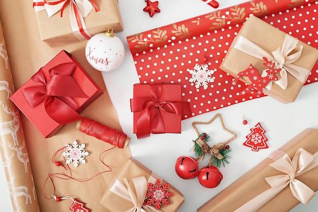 Embalagem de presentes de natal em formato plano