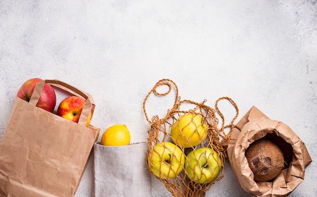 Embalagem eco-friendly. sacos de papel e algodão