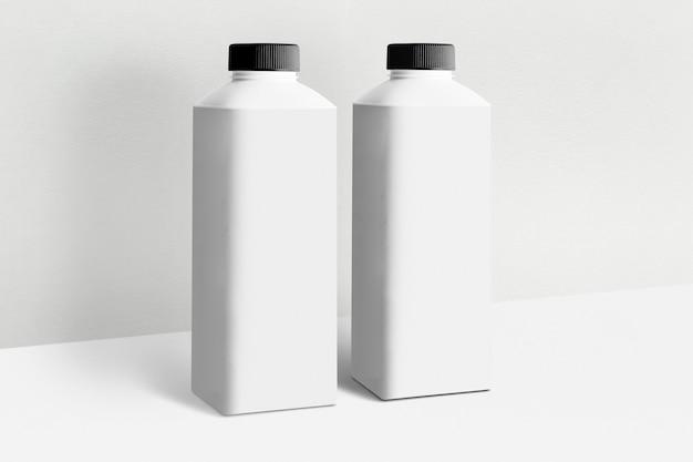 Embalagem mínima de leite com rótulo de texto de cópia