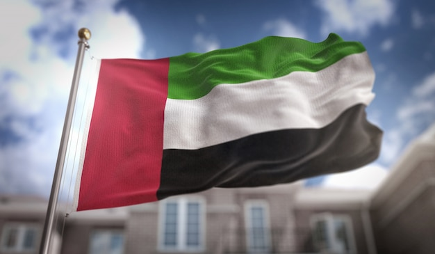 Emirados árabes unidos bandeira 3d rendering no fundo do edifício do céu azul