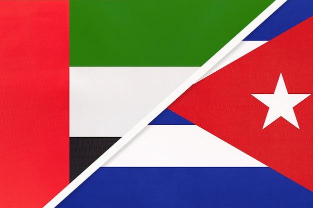 Emirados árabes unidos ou emirados árabes unidos e cuba, símbolo de duas bandeiras nacionais de têxteis.