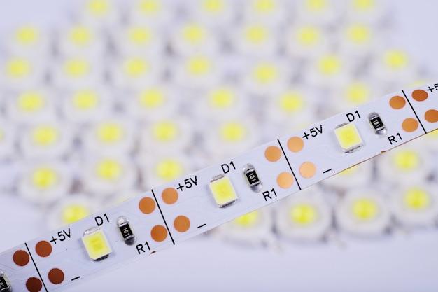 Emissor de luz led diodo super brilhante.