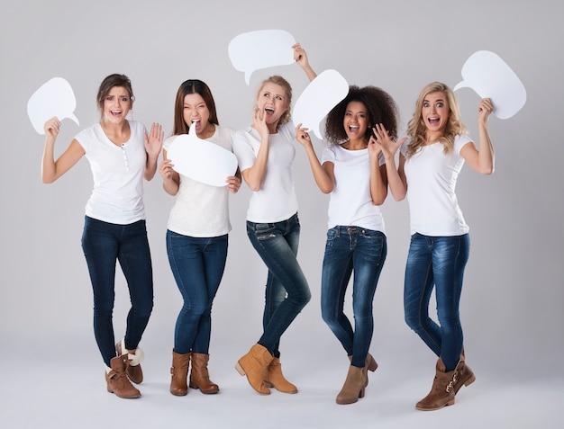 Emoção extrema de mulheres jovens