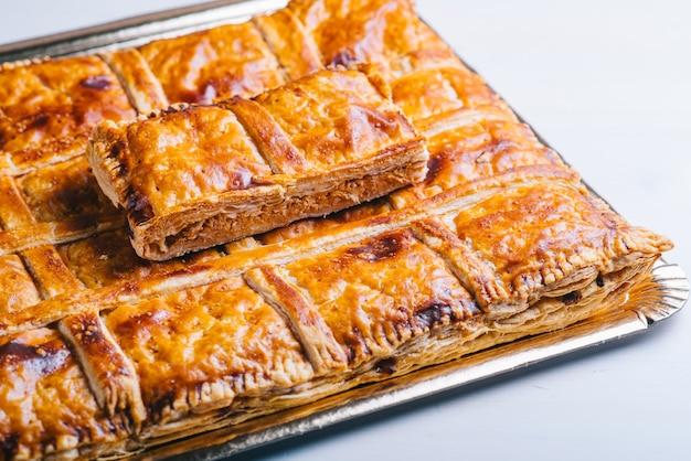 Empanada galega- tarte de atum, comida tradicional espanhola