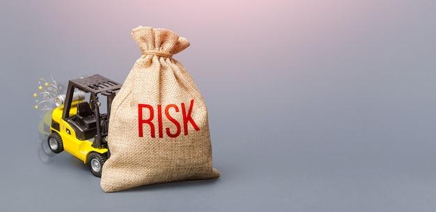Empilhadeira incapaz de levantar o saco com o conceito de gestão de risco forte do risk business