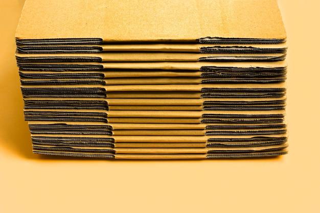Empilhamento de caixas de papelão, papelão ondulado.