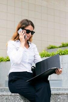 Empreendedor feminino elegante