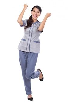 Empregada asiática bonita de uniforme muito animado