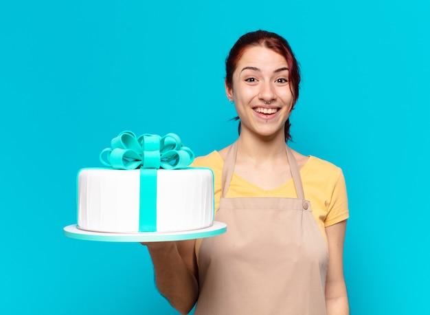 Empregada da padaria tty com bolo de aniversário