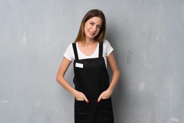 Empregado mulher sorrindo
