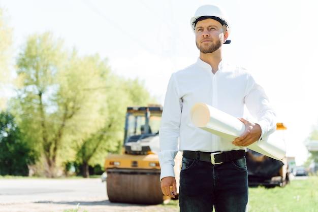 Empresa de construção de engenharia, está construindo uma nova estrada trabalho