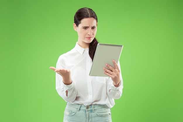 Empresária com tablet