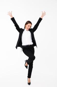 Empresária gritando feliz animada