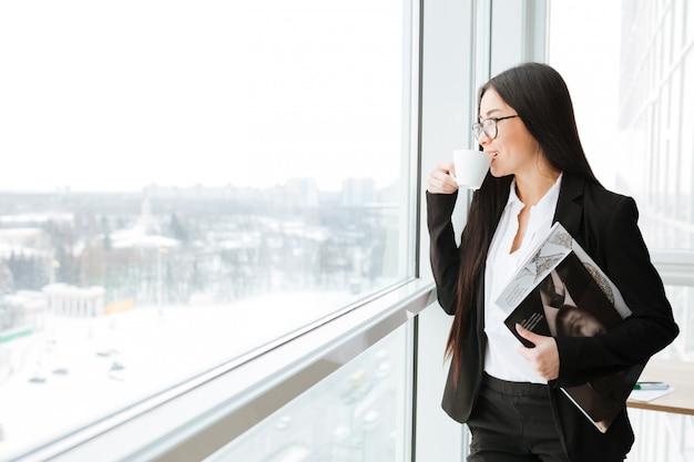 Empresária jovem asiática