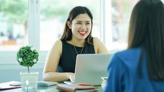 Empresária, pedindo, mulher solicitante, para, entrevista trabalho