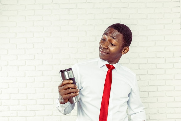 Empresário afro-americano bonito