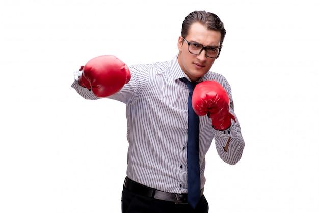 Empresário agressivo com luvas de boxe isolado no branco