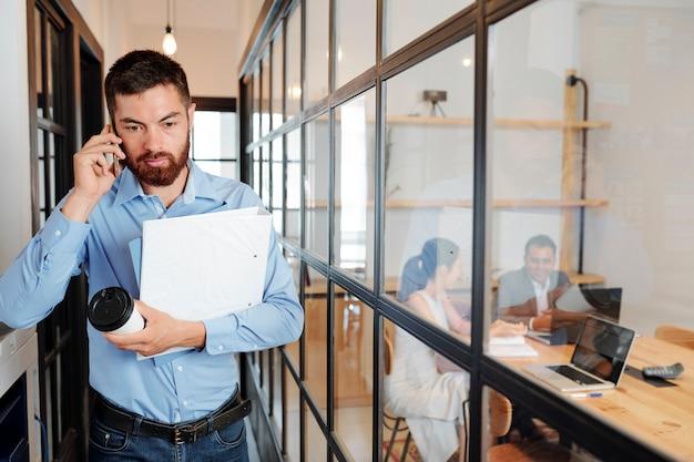 Empresário, apresse-se para a reunião