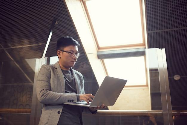 Empresário asiático de sucesso