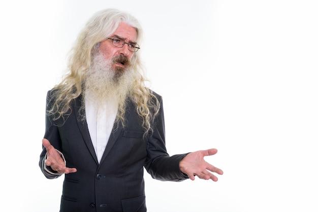 Empresário barbudo sênior pensando