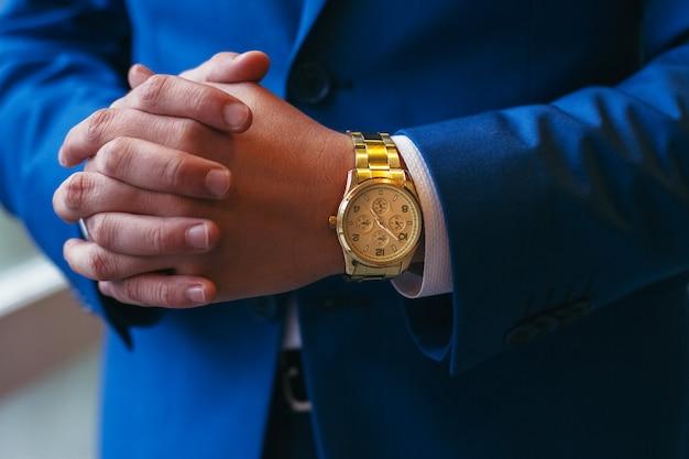Empresário bem sucedido e empresário. mãos