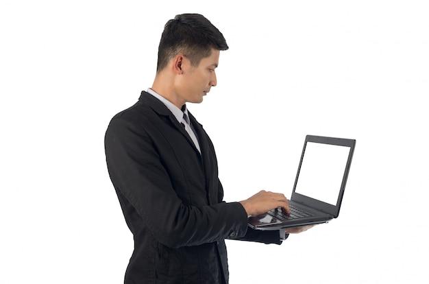 Empresário com o notebook.