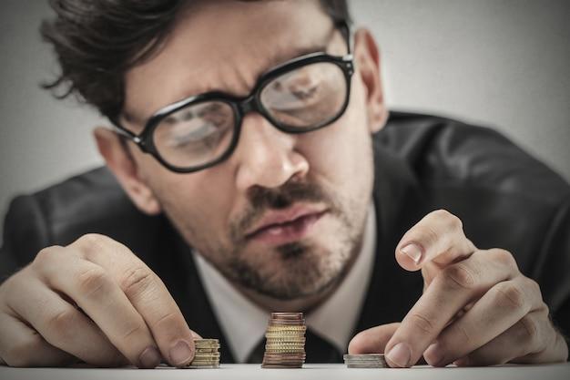 Empresário contando dinheiro