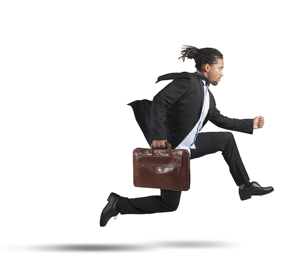 Empresário correndo para objetivos de carreira