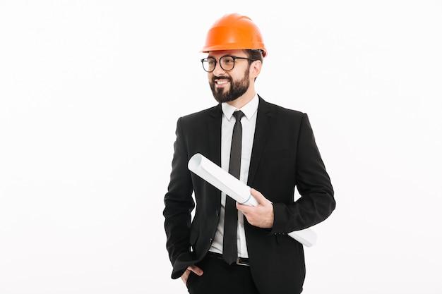 Empresário de engenheiro feliz segurando o projeto.