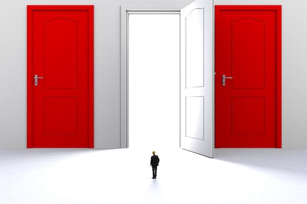 Empresário em miniatura na frente de porta branca aberta no fundo da parede branca