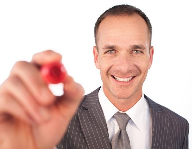 Empresário escrevendo algo com uma gravadora vermelha