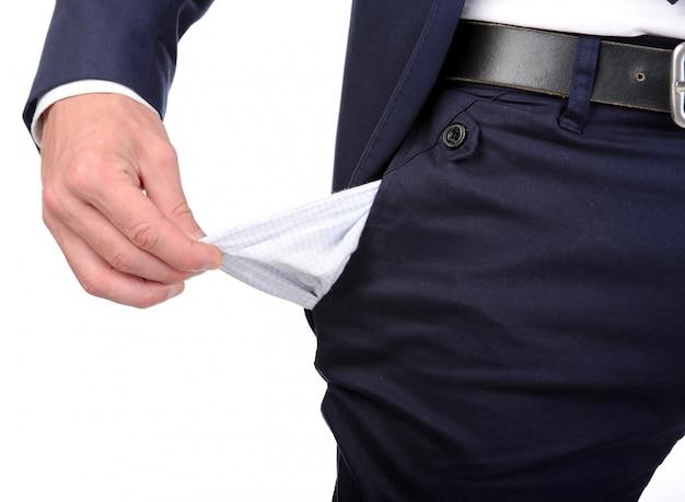 Empresário está mostrando seu bolso vazio.