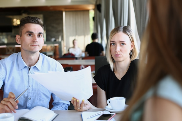 Empresário explica a política da empresa