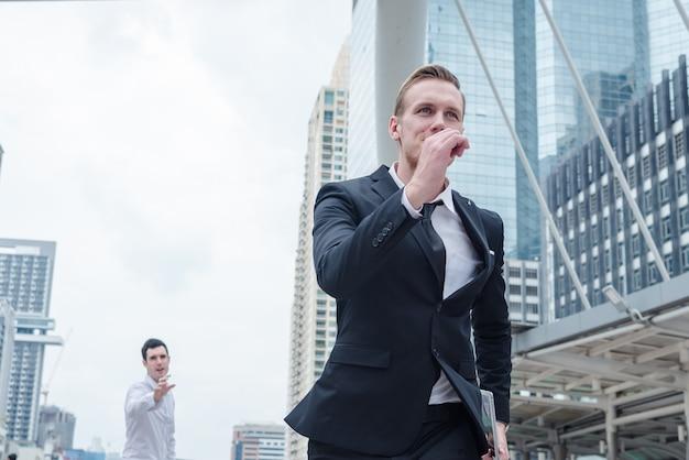 Empresário fugir rival