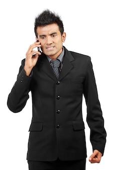 Empresário irritado no telefone