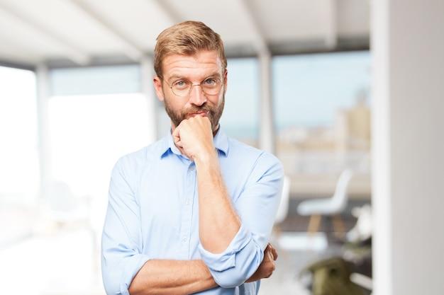 Empresário loiros expressão feliz