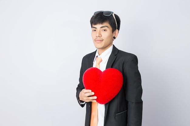 Empresário mantém o coração vermelho